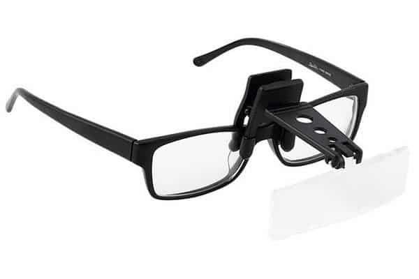 lupa enganchada en la gafa