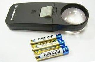 lupa iluminada 7x con 3 baterías