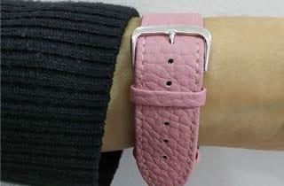 reloj de pulsera con hebilla