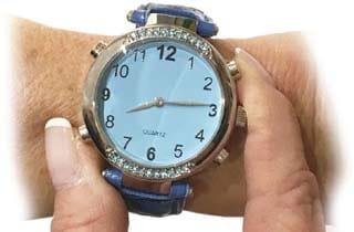 reloj de pulsera azul para dama con botones