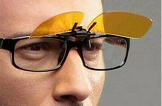 Hombre con Gafas Clip On Polarizada amarilla