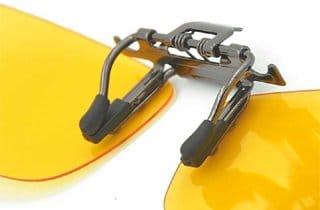 sistema de enganche de lentes con filtro amarillo